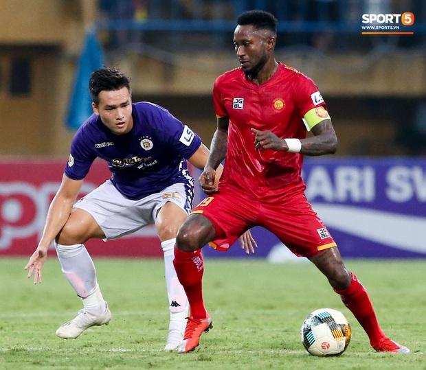 Trọng tài Việt bị cầu thủ ăn mừng ngay trước mặt, cà khịa vì thổi phạt đền cho Hà Nội FC - Ảnh 8.