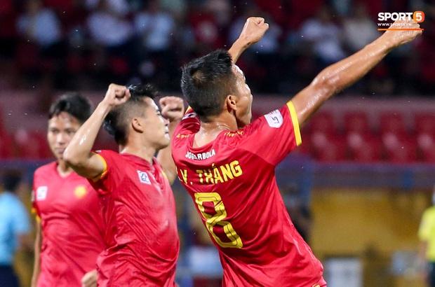 Trọng tài Việt bị cầu thủ ăn mừng ngay trước mặt, cà khịa vì thổi phạt đền cho Hà Nội FC - Ảnh 3.