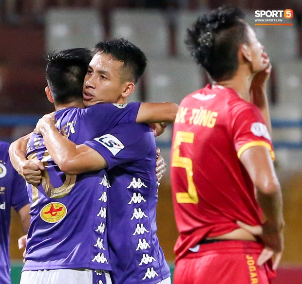 Trọng tài Việt bị cầu thủ ăn mừng ngay trước mặt, cà khịa vì thổi phạt đền cho Hà Nội FC - Ảnh 9.