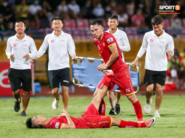 Trọng tài Việt bị cầu thủ ăn mừng ngay trước mặt, cà khịa vì thổi phạt đền cho Hà Nội FC - Ảnh 10.