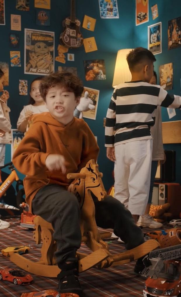 MV cool nhất mùa Trung thu năm nay: Rapper 8 tuổi không hiểu vì sao ra đường đi chơi chỉ toàn thấy người lớn! - Ảnh 6.