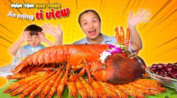 """""""Đại chiến"""" giữa các kênh du lịch - ẩm thực hot nhất Việt Nam: Nhiều cái tên cũ dần """"đuối sức"""", 2 tân binh mới xếp trên cả dàn YouTuber kỳ cựu? - Ảnh 16."""