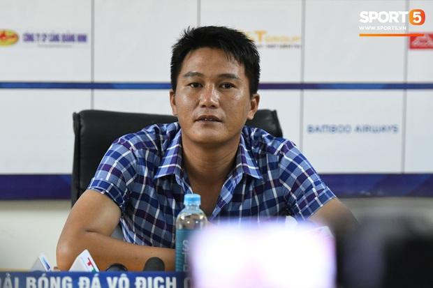 Bị Thanh Hóa cầm hòa, HLV Hà Nội FC nói thất vọng vì đội bạn: Họ cố tình kiếm 1 điểm, chơi kiểu ru ngủ và cắt vụn trận đấu - Ảnh 2.