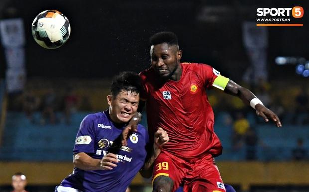 Bộ đôi trung vệ tuyển U23 thẫn thờ, thất vọng sau khi mắc lỗi khiến Hà Nội FC thủng lưới   - Ảnh 3.