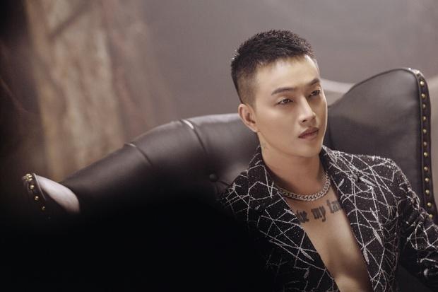 Hậu lùm xùm hẹn hò Nhật Kim Anh, TiTi kết hợp với mẫu chuyển giới trong MV solo rất đầu tư nhưng giọng hát lạc quẻ hẳn với nhạc - Ảnh 5.