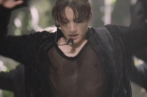 Body em út vàng Jungkook (BTS) đỉnh đến mức nào mà gây náo loạn từ sân khấu xứ Hàn, Billboard đến sóng truyền hình Mỹ? - Ảnh 4.