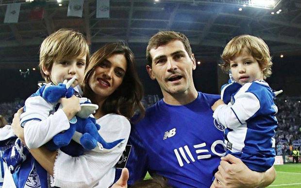 Con trai của huyền thoại Casillas có pha cứu thua xuất thần, khiến cả David Beckham cũng phải vào bình luận khen ngợi - Ảnh 3.