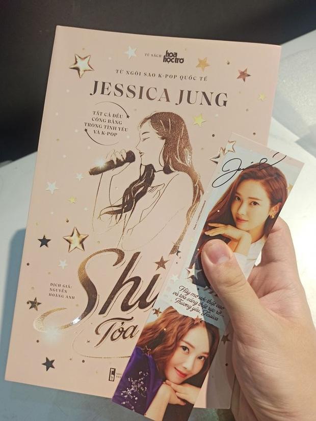 Jessica mượn danh SNSD để bán sách thành công, tự truyện thật ra chẳng có miếng liên quan mà chưa gì đã vội nhá hàng phần 2? - Ảnh 1.
