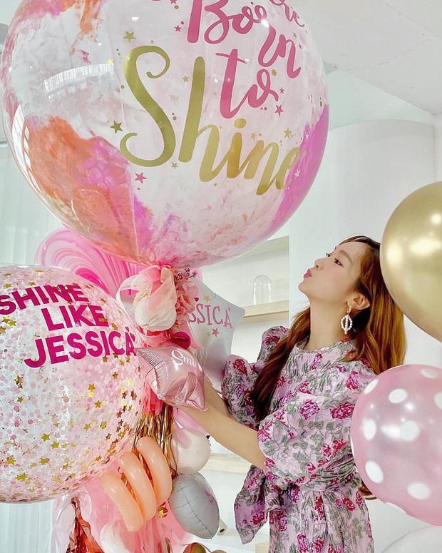 Jessica mượn danh SNSD để bán sách thành công, tự truyện thật ra chẳng có miếng liên quan mà chưa gì đã vội nhá hàng phần 2? - Ảnh 4.