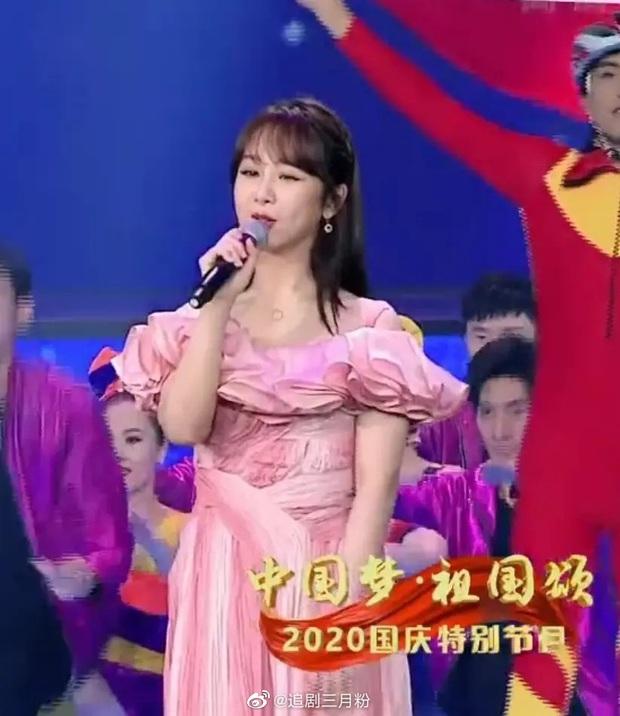Hàng loạt mỹ nhân lộ khuyết điểm trên sóng CCTV: Angela Baby lão hoá, Dương Tử vòng 2 lớn, thất vọng nhất là Âu Dương Na Na - Ảnh 5.