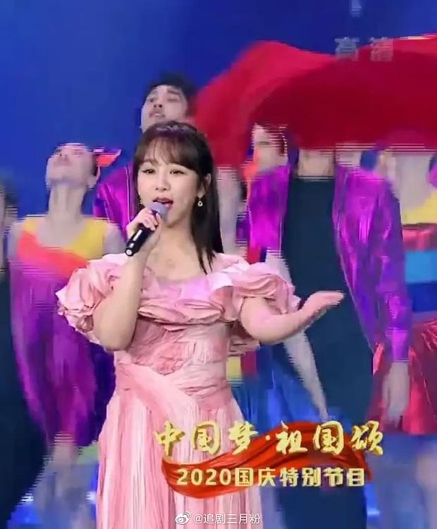 Hàng loạt mỹ nhân lộ khuyết điểm trên sóng CCTV: Angela Baby lão hoá, Dương Tử vòng 2 lớn, thất vọng nhất là Âu Dương Na Na - Ảnh 4.
