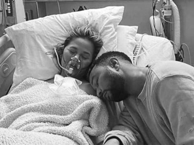 Vợ chồng John Legend đau đớn chia sẻ chuyện thiên thần nhỏ qua đời ngay trong bụng mẹ, câu chuyện khiến ai cũng xót xa - Ảnh 2.