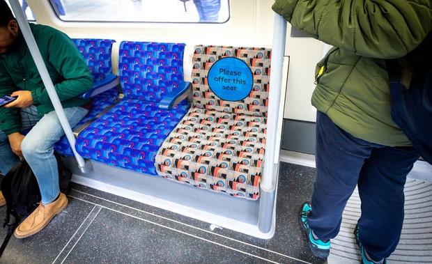 Nên hay không ngồi vào hàng ghế ưu tiên cho người khuyết tật lúc vắng chỗ: Câu chuyện tranh cãi dài bất tận của cả thế giới - Ảnh 3.