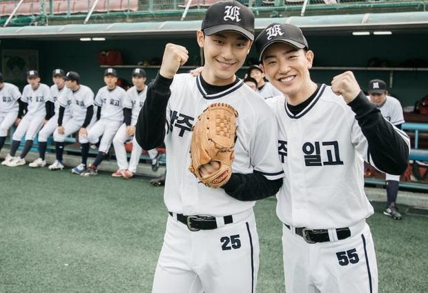 Bố trẻ Lee Do Hyun: Từ hoàng tử vai phụ lên đời nam chính cực phẩm, nỗ lực đóng phim để bố mẹ thoát nghèo - Ảnh 2.