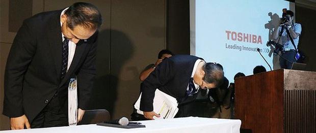 70 năm xây dựng - 10 năm sụp đổ của Toshiba: 3 sai lầm chí mạng biến đại gia công nghệ đầu ngành trở thành ông già lạc hậu gần đất xa trời - Ảnh 5.