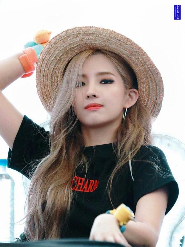 LMHT: Dù để mặt mộc, Soyeon và Miyeo vẫn xinh đẹp rạng rỡ ở hậu trường The Baddest  - Ảnh 10.