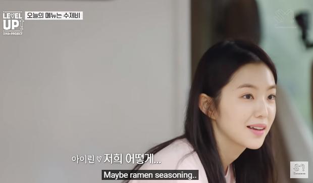 Hai idol nhà Red Velvet nếm cạn nồi canh vẫn không rõ tại sao hương vị chẳng được như ý, hóa ra là thiếu một gia vị đặc biệt - Ảnh 7.
