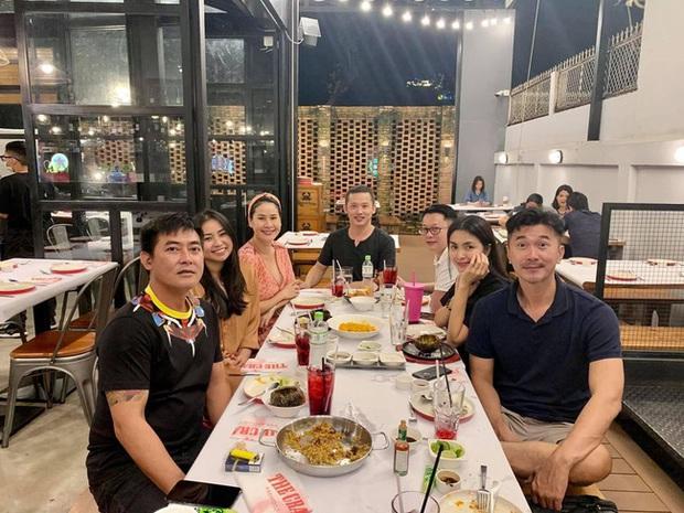 Tụ họp cùng hội bạn Thân Thuý Hà, Hà Tăng make up nhẹ nhàng vẫn giật spotlight với nhan sắc gái 2 con đỉnh cao - Ảnh 2.
