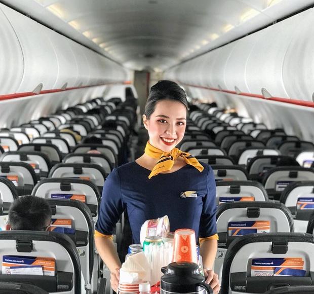 Các tiếp viên hàng không đều có dăm ba kiểu ảnh y xì nhau, mượn máy bay làm phụ kiện sống ảo luôn mới đỉnh - Ảnh 6.