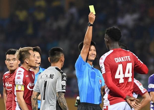 Vừa khỏi chấn thương đã tự ý đi đá phủi, tuyển thủ Việt Nam bị CLB chủ quản kỷ luật - Ảnh 2.