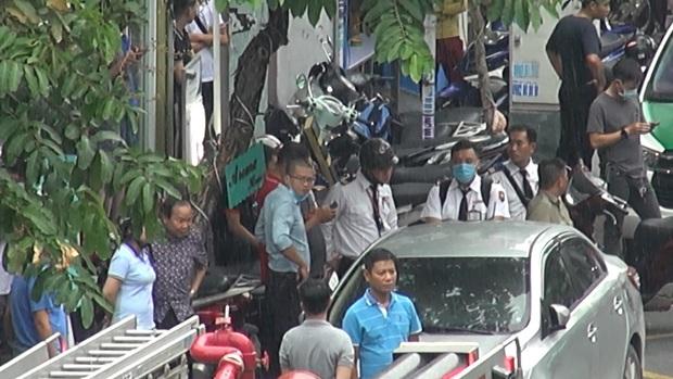 Đã bắt được người phụ nữ cướp 2 tỷ ở chi nhánh ngân hàng Techcombank tại Sài Gòn - Ảnh 2.
