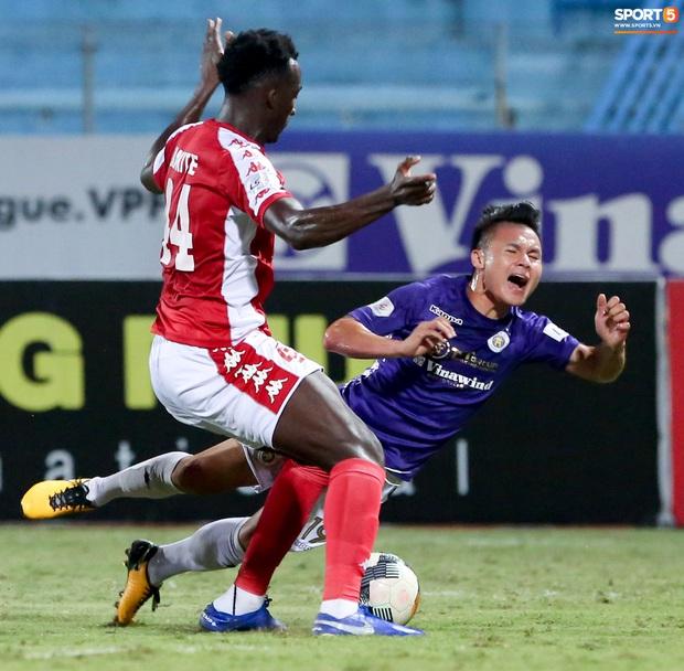 3 anh Tây là fan Hà Nội FC ăn mừng cà khịa CĐV đội Công Phượng theo cách cực gợi đòn - Ảnh 6.