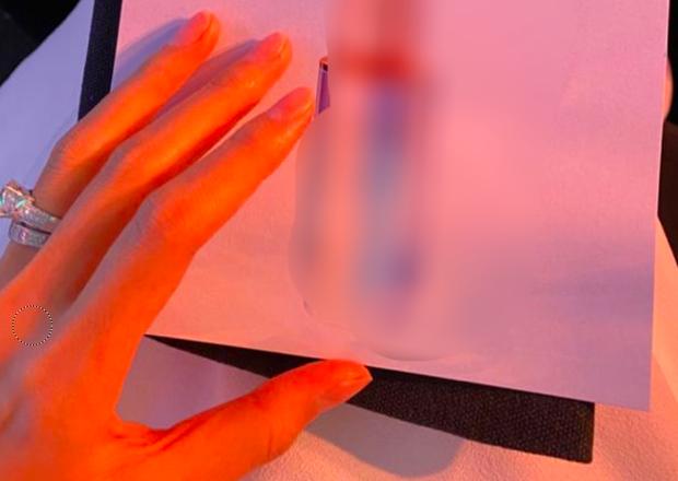 Hà Tăng đăng story sương sương, để lộ đôi nhẫn kim cương hột xoàn khủng ở ngón áp út - Ảnh 3.
