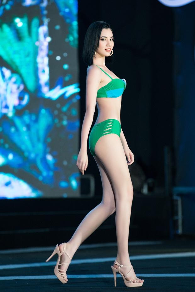 40 thí sinh HHVN đốt cháy phần thi bikini: Hội gây choáng với vòng 1 khủng, Hoa khôi Ngoại thương lộ khuyết điểm - Ảnh 6.