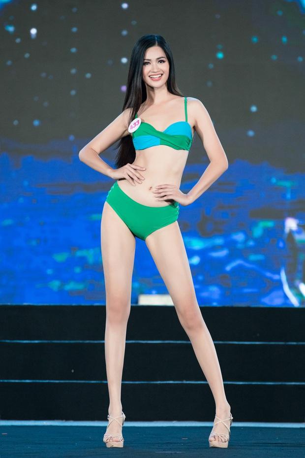 40 thí sinh HHVN đốt cháy phần thi bikini: Hội gây choáng với vòng 1 khủng, Hoa khôi Ngoại thương lộ khuyết điểm - Ảnh 5.