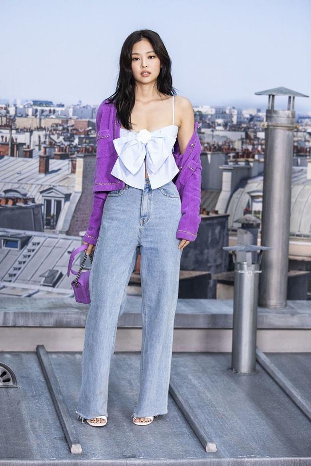 Xem Emily Ở Paris mà dân tình đồng lòng gọi tên Jennie, nguyên nhân nằm ở chiếc áo Chanel nhiều sóng gió - Ảnh 5.