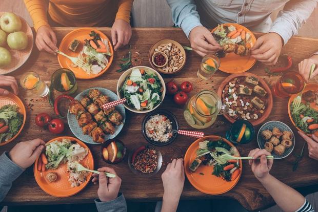 6 thói quen ăn uống mà tế bào ung thư thích nhất: Toàn món quen thuộc trong mâm cơm, biết là độc nhưng ít người có thể từ bỏ - Ảnh 1.