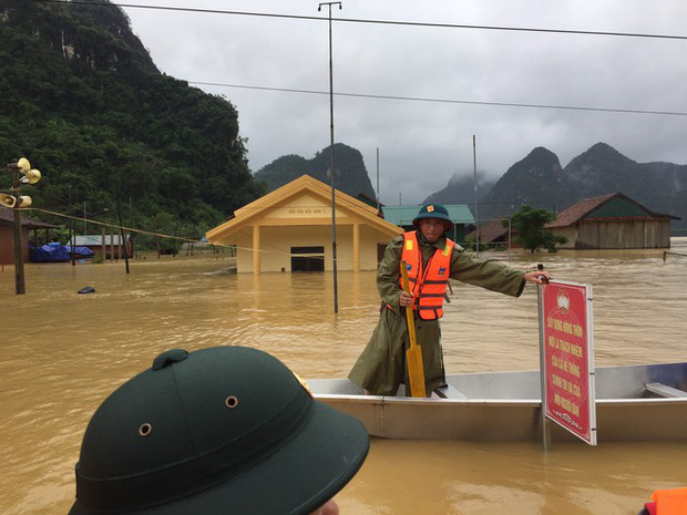 13 người chết, mất tích trong mưa lũ kinh hoàng ở miền Trung - Ảnh 2.