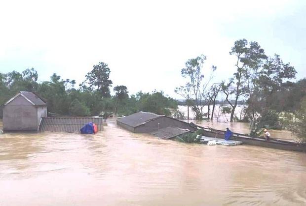 13 người chết, mất tích trong mưa lũ kinh hoàng ở miền Trung - Ảnh 1.
