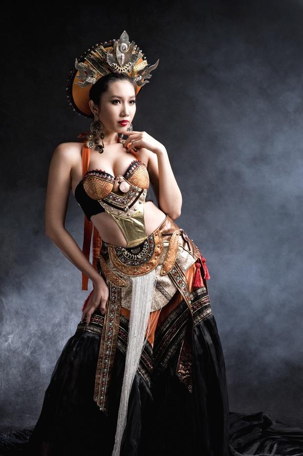 Trang phục dân tộc gây tranh cãi nhất lịch sử các cuộc thi: Sốc nhất là bầu ngực giả lộ thiên của Miss Universe Thailand 2020 - Ảnh 13.
