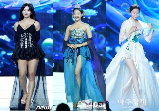 Trang phục dân tộc gây tranh cãi nhất lịch sử các cuộc thi: Sốc nhất là bầu ngực giả lộ thiên của Miss Universe Thailand 2020 - Ảnh 4.