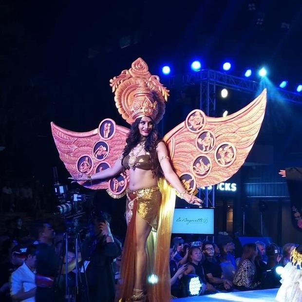 Trang phục dân tộc gây tranh cãi nhất lịch sử các cuộc thi: Sốc nhất là bầu ngực giả lộ thiên của Miss Universe Thailand 2020 - Ảnh 8.