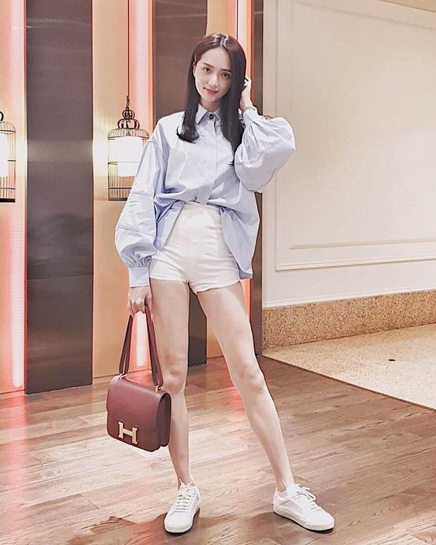 Nhìn Hương Giang lên đồ, chị em biết đôi sneakers trắng vi diệu đến thế nào - Ảnh 8.