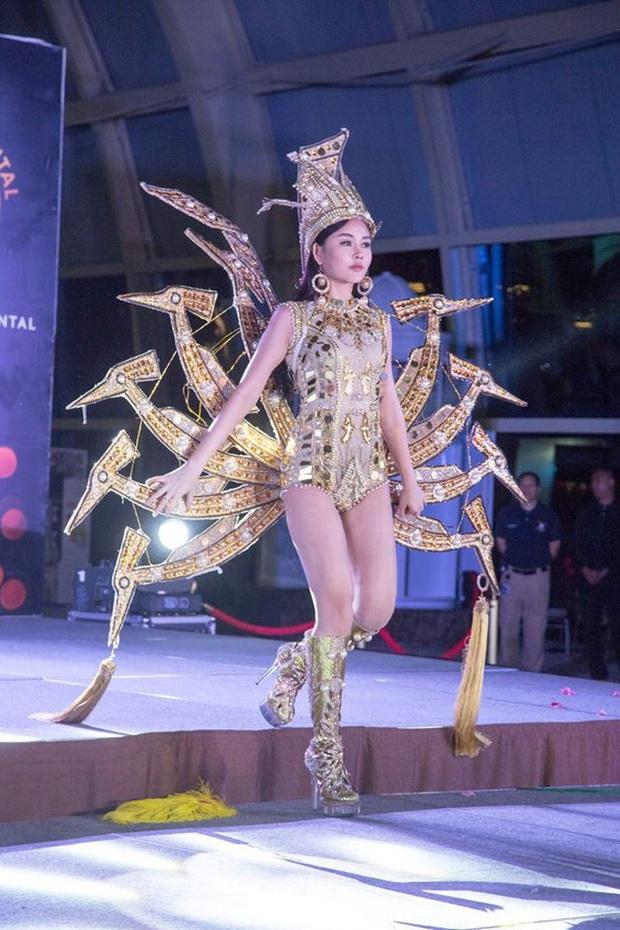 Trang phục dân tộc gây tranh cãi nhất lịch sử các cuộc thi: Sốc nhất là bầu ngực giả lộ thiên của Miss Universe Thailand 2020 - Ảnh 10.