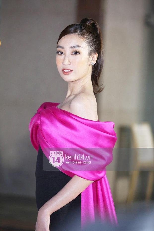 Thảm đỏ Bán kết Hoa hậu Việt Nam 2020: Tiểu Vy và Á hậu rapper bức tử vòng 1, Bình An - Phương Nga tình tứ bên dàn sao phủ hồng sự kiện - Ảnh 6.