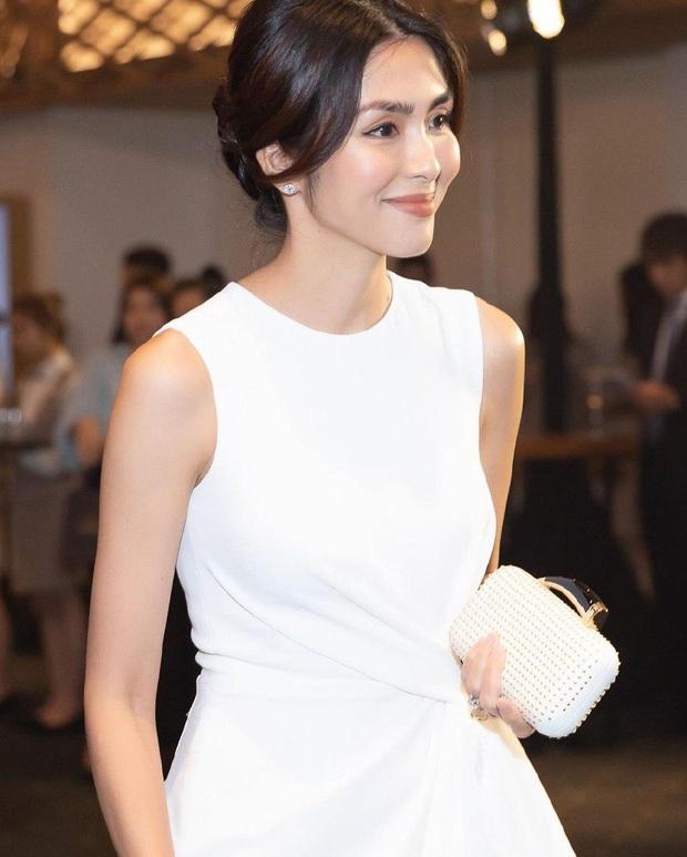Xỉu ngang vì nhan sắc của Hà Tăng tại sự kiện: Váy trắng đơn giản vẫn đẹp đỉnh cao, fan phải thốt lên Ôi nữ thần! - Ảnh 2.
