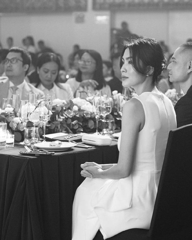 Xỉu ngang vì nhan sắc của Hà Tăng tại sự kiện: Váy trắng đơn giản vẫn đẹp đỉnh cao, fan phải thốt lên Ôi nữ thần! - Ảnh 4.