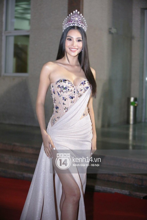 Thảm đỏ Bán kết Hoa hậu Việt Nam 2020: Tiểu Vy và Á hậu rapper bức tử vòng 1, Bình An - Phương Nga tình tứ bên dàn sao phủ hồng sự kiện - Ảnh 4.