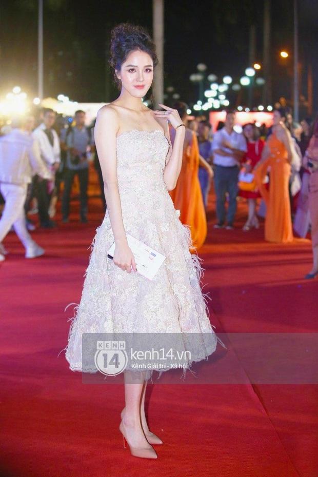 Thảm đỏ Bán kết Hoa hậu Việt Nam 2020: Tiểu Vy và Á hậu rapper bức tử vòng 1, Bình An - Phương Nga tình tứ bên dàn sao phủ hồng sự kiện - Ảnh 14.