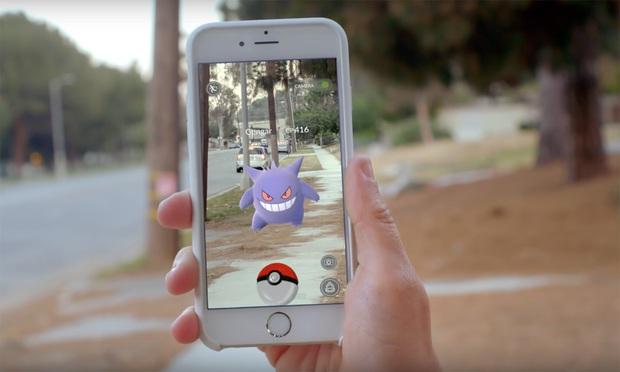 Streamer đen đủi bị cướp cả điện thoại lẫn ô tô khi đang livestream bắt Pokemon - Ảnh 1.