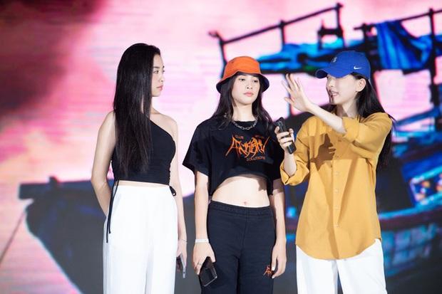 Diễn tập Bán kết HHVN 2020 trước giờ G: Tiểu Vy đọ sắc với Phương Nga - Lương Thuỳ Linh, Á hậu King Of Rap hé lộ vai trò đặc biệt tối nay - Ảnh 3.