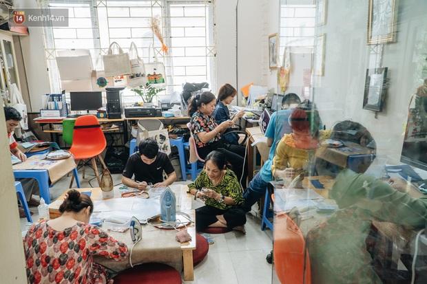 Anh giám đốc đặt tên Vụn cho doanh nghiệp, đi hết 17 phường của quận Hà Đông để chiêu mộ người khuyết tật biến rác thành vàng - Ảnh 3.