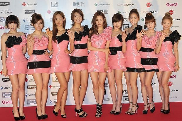 Idol Hàn cũng có những set đồ đi vào lòng đất, ngoài họ ra chắc không ai trên hành tinh này muốn mặc vậy ra đường - Ảnh 3.