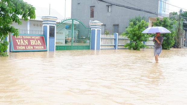 Khẩn: Lũ đang lên rất nhanh, có nơi ngập gần 2 mét, Quảng Nam yêu cầu sơ tán dân trước 17 giờ chiều nay - Ảnh 5.