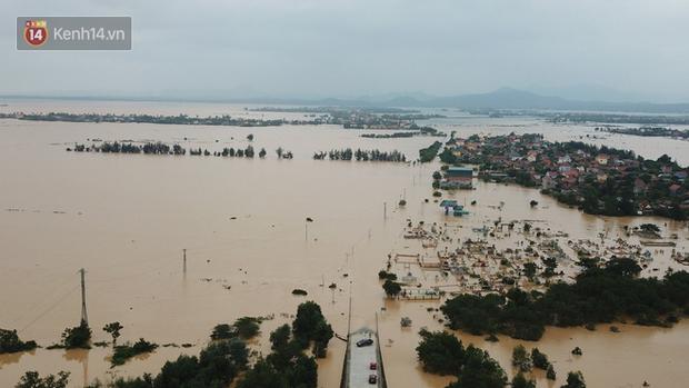 Chùm ảnh, video flycam: Cận cảnh lũ lịch sử nhấn chìm đường sá, ngập hàng ngàn ngôi nhà ở Quảng Bình - Ảnh 1.