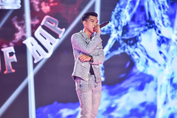 King Of Rap: HIEUTHUHAI mượn rượu tỏ tình Emily, Erik - Bùi Lan Hương gây sốt khi kết hợp với các thí sinh - Ảnh 3.